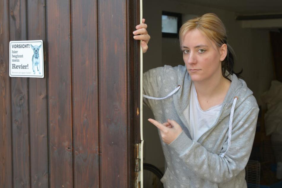 Schäden am Garagentor: Die Einbrecher waren auf Werkzeug und Geräte aus.