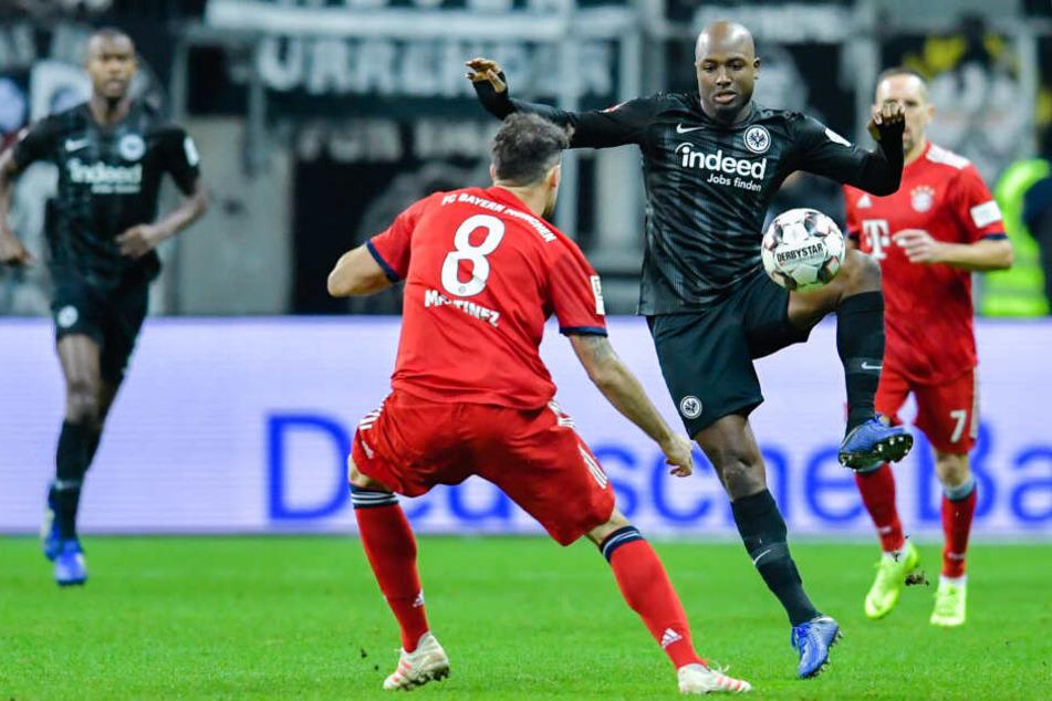 Der Niederländer Jetro Willems (am Ball) hatte vor allem in der Vorsaison einen schweren Stand bei der Eintracht.