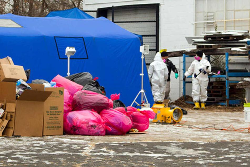 FBI-Agenten durchsuchen ein ehemaliges Körperspende-Zentrum in Arizona.