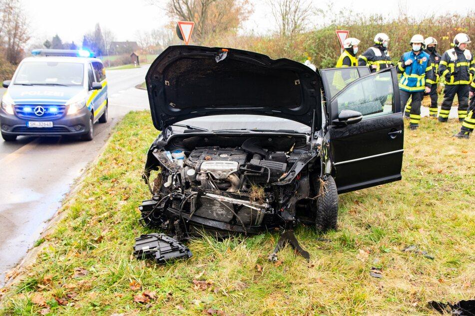 Der Unfallwagen wurde völlig zerstört.
