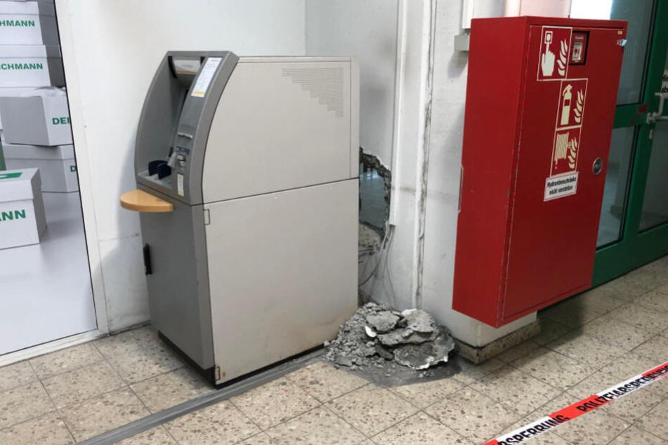 Am Montagmorgen wurde dieser Automat in Hof leergeräumt.