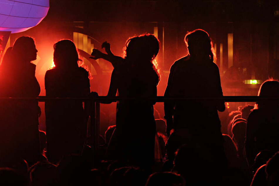 Geht es nach Linken, SPD und Grünen, sollen die Leipziger auch zwischen 5 und 6 Uhr in Clubs und Discotheken feiern dürfen (Symbolbild).