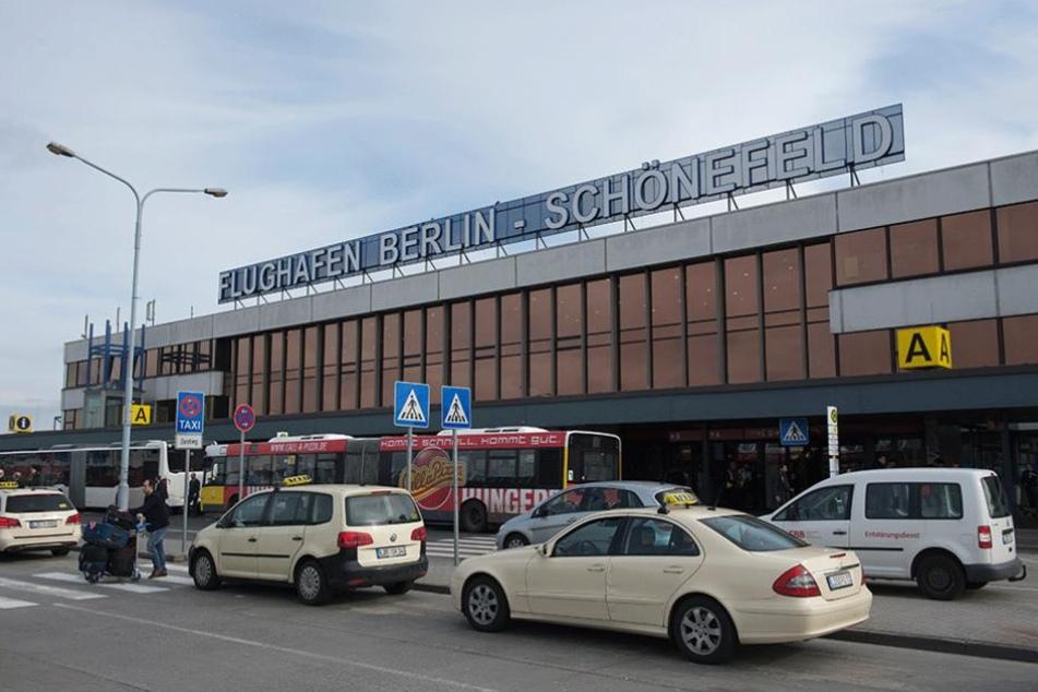 Der Flughafen Berlin Schönefeld wurde binnen weniger Tage zum zweiten Mal wegen eines verdächtigen Gegenstandes teilweise geräumt.