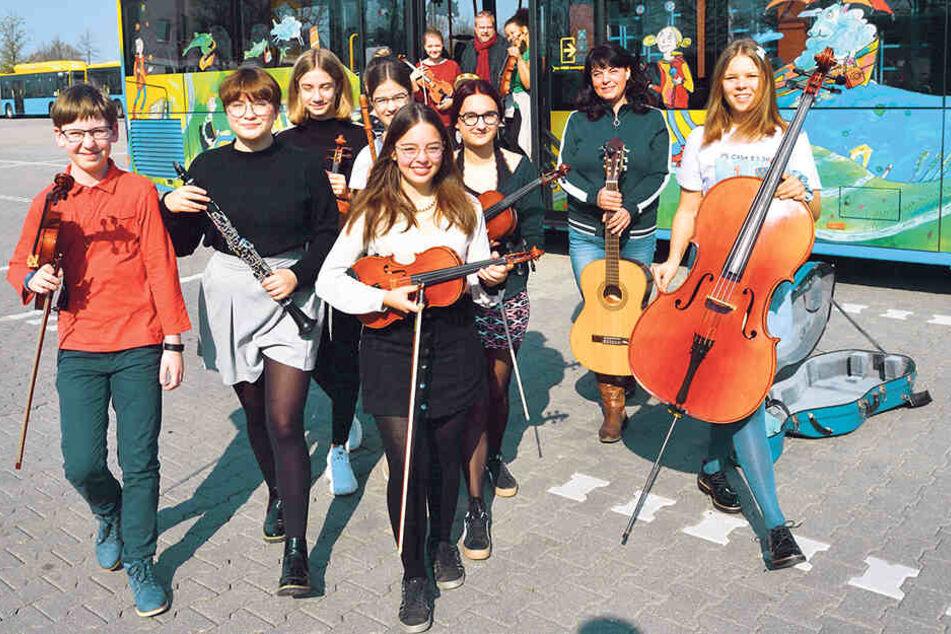 Die Mozartkinder wollen mit dem Kunstbus zum Wiesen-Konzert fahren.