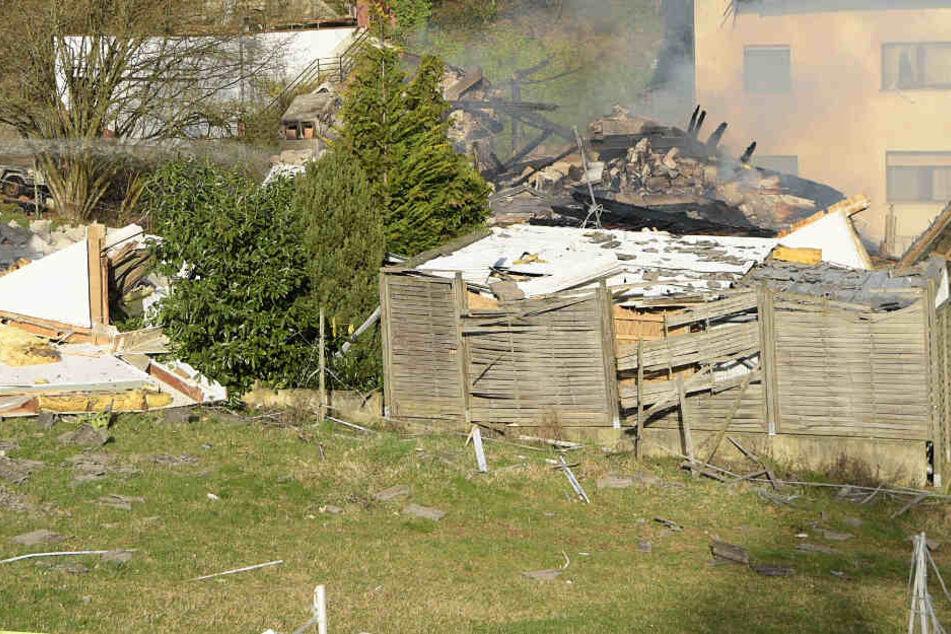 Von dem Haus blieben nur noch Trümmer übrig.
