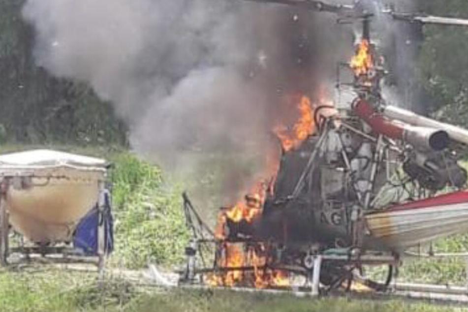 Der Hubschrauber brannte an dem Sonntag komplett aus.