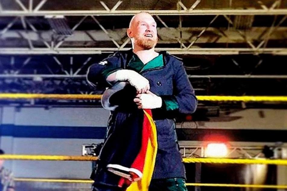 Ja, er hat allen Grund, sich zu freuen. Der Dresdner Wrestler gehört in den USA mittlerweile zu den Szenegrößen.