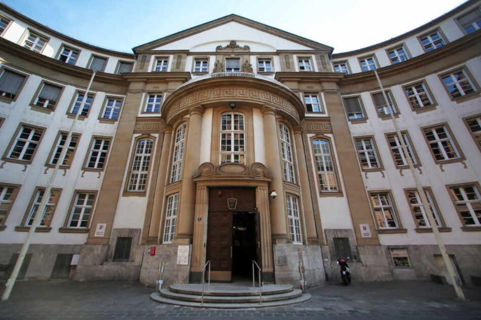 Das Foto zeigt das Landgericht Frankfurt, hier wird der Prozess um 9 Uhr beginnen.