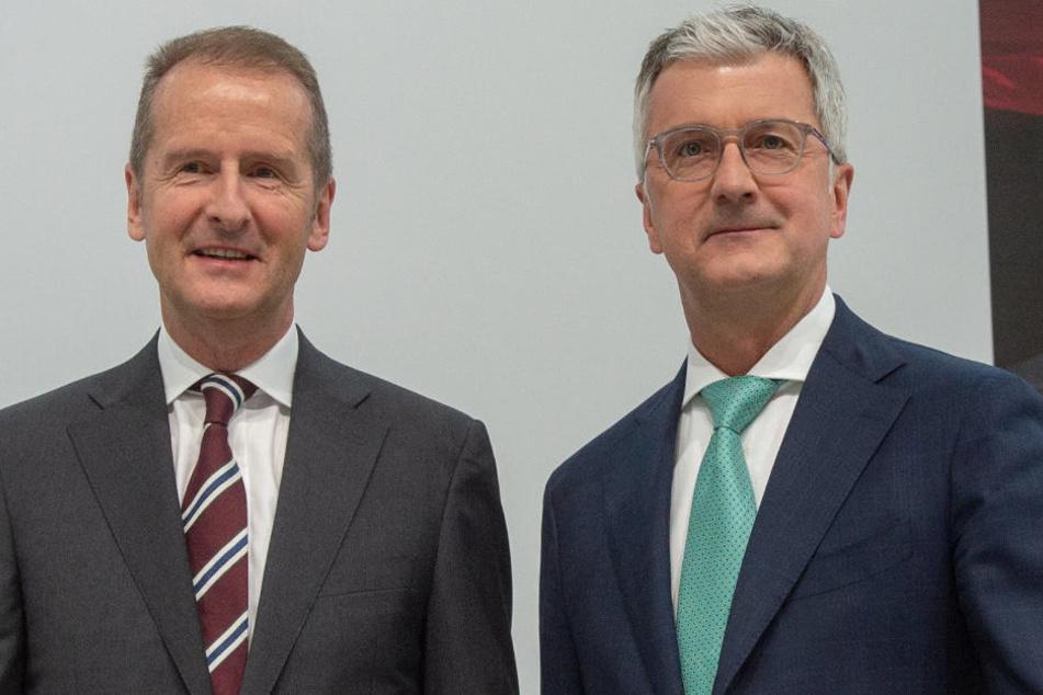 VW-Chef Herbert Diess (l.) zeigte sich geschockt über die Verhaftung von Audi-Vorstandschef Rupert Stadler (r.).