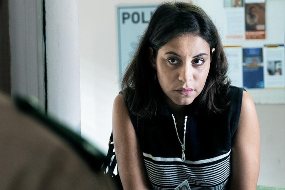 Hatun Aynur Sürücü (Almila Bagriacik) wird von ihrer Familie bedroht, weil sie so lebt, wie sie es für richtig hält.