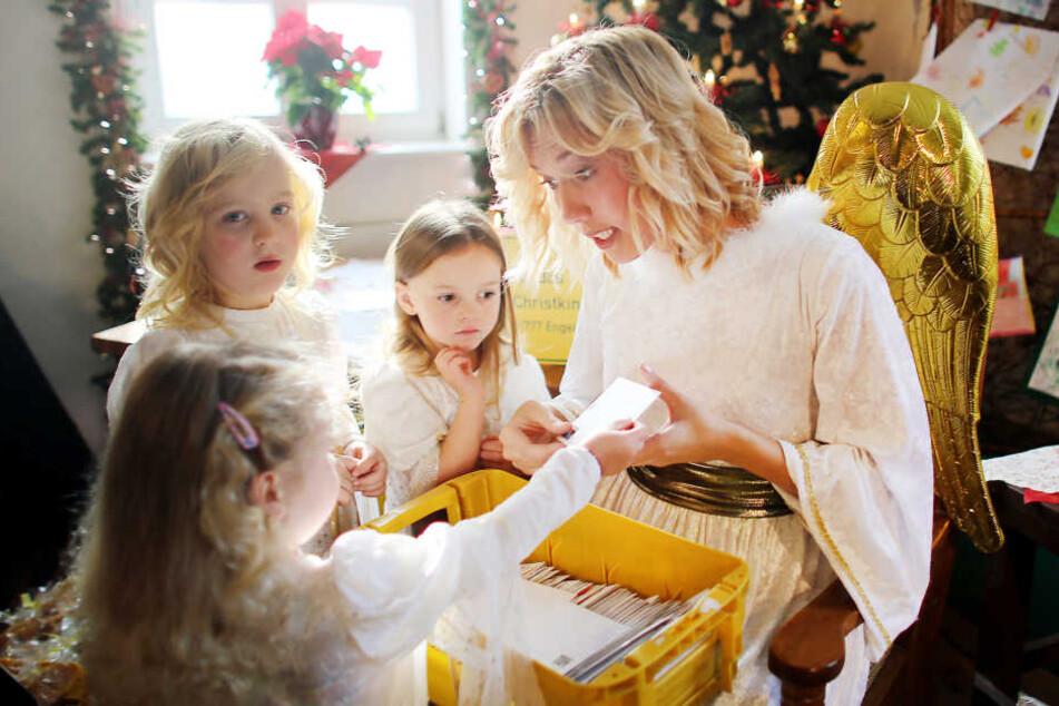 Mitten im Hochsommer sind schon 800 Wunschzettel beim Christkind eingegangen.