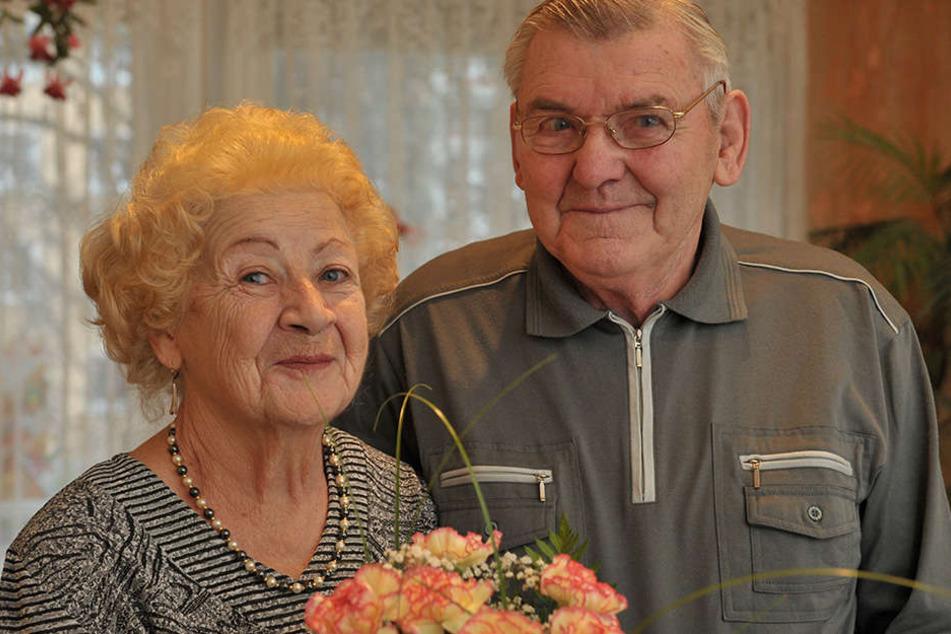 Noch genauso glücklich wie damals - Margitta (82) und Karl-Heinz Laue (83)  feiern am Donnerstag ihren 65. Hochzeitstag.