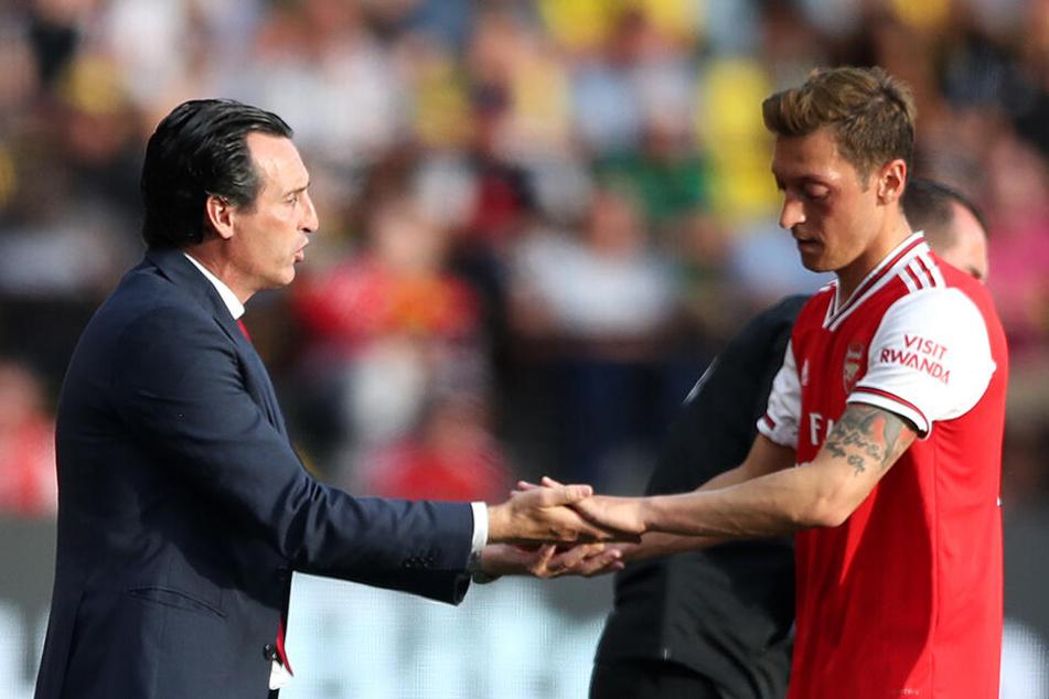 Unai Emery und Mesut Özil. Das passt irgendwie nicht.