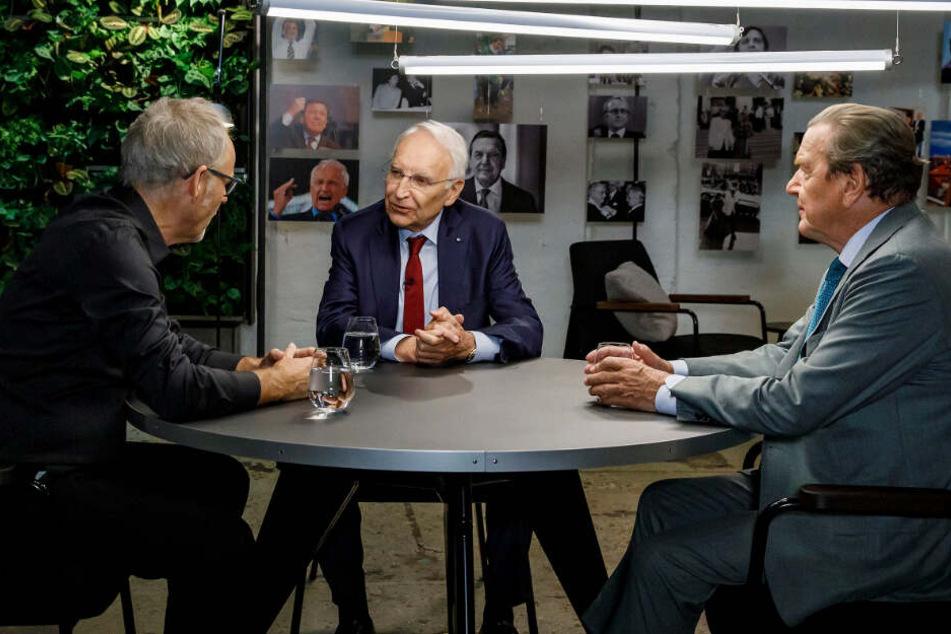 Reinhold Beckmann (von links nach rechts) empfing die ehemaligen Politiker Edmund Stoiber und Gerhard Schröder.