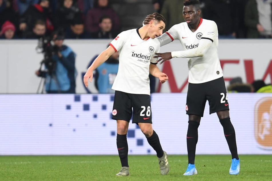 Eintracht Frankfurts Dominik Kohr (links) wurde vom Sportgericht des DFB für zwei Bundesliga-Spiele gesperrt.
