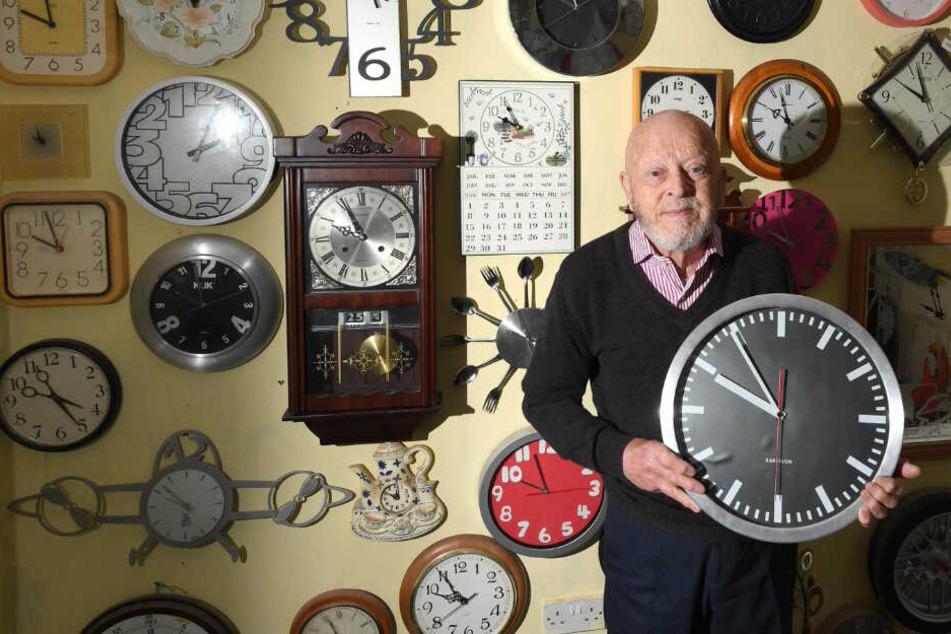 Auf Winterzeit: Roy musste heute seine über 5000 Uhren umstellen