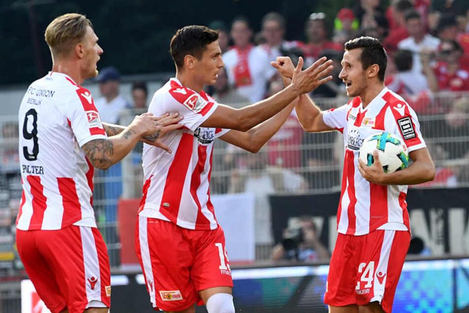 Die Berliner konnte gleich viermal jubeln: Hier Sebastian Polte, Damir Kreilach und Steven Skrzybski (v.l.n.r.).
