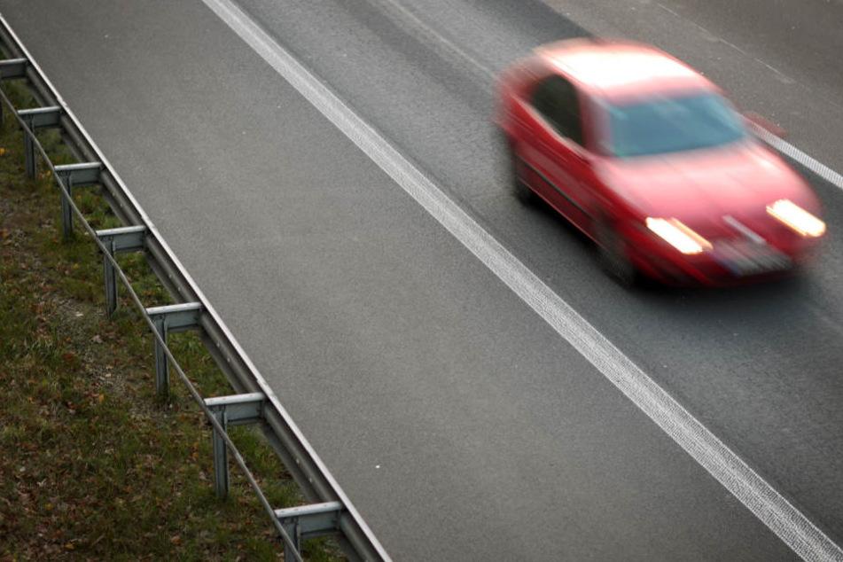 Der Mann setzte seine Frau neben der Autobahn aus. (Symbolbild)