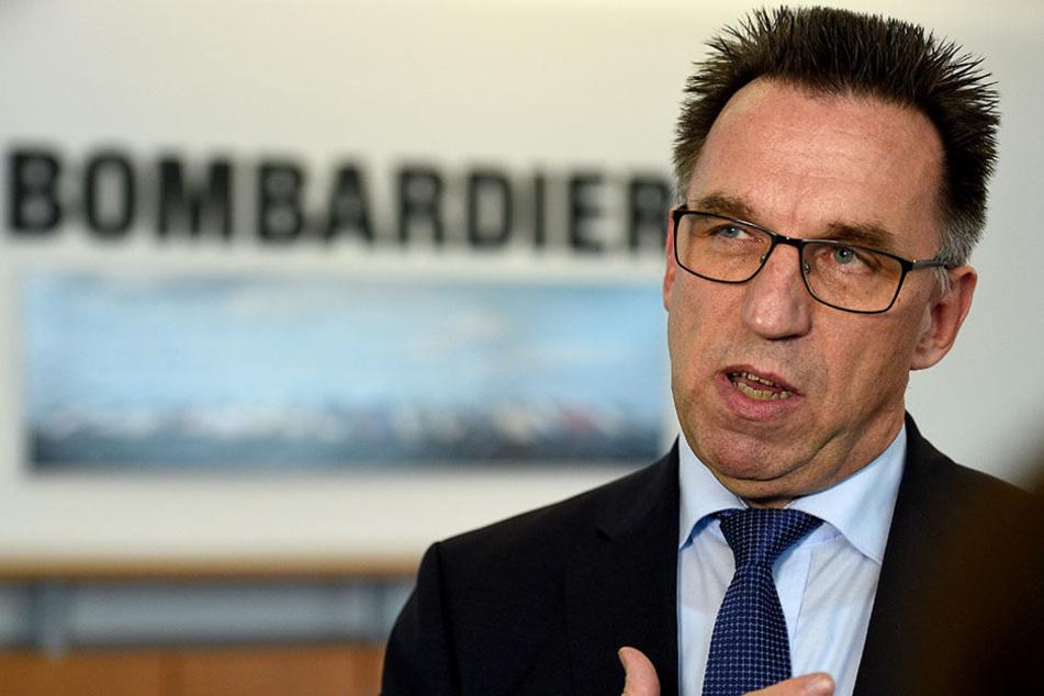 Michael Fahrer, Vorsitzender der Geschäftsführung der Bombardier Transportation GmbH, gibt auf einer Pressekonferenz die Neuausrichtung des Unternehmens bekannt.