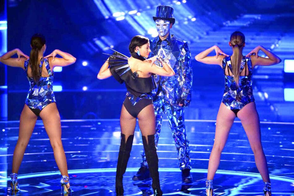 Emilija Mihailova (29) legte auch in der ersten Live-Show wieder eine heiße Performance hin.