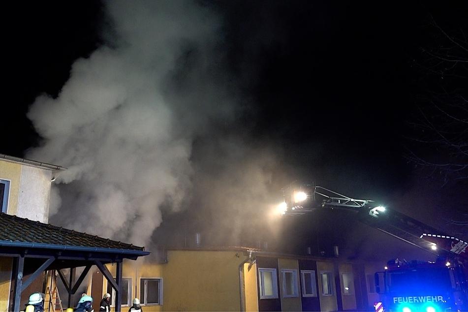 Zwei Männer (22, 26) wurden bei dem Brand verletzt.