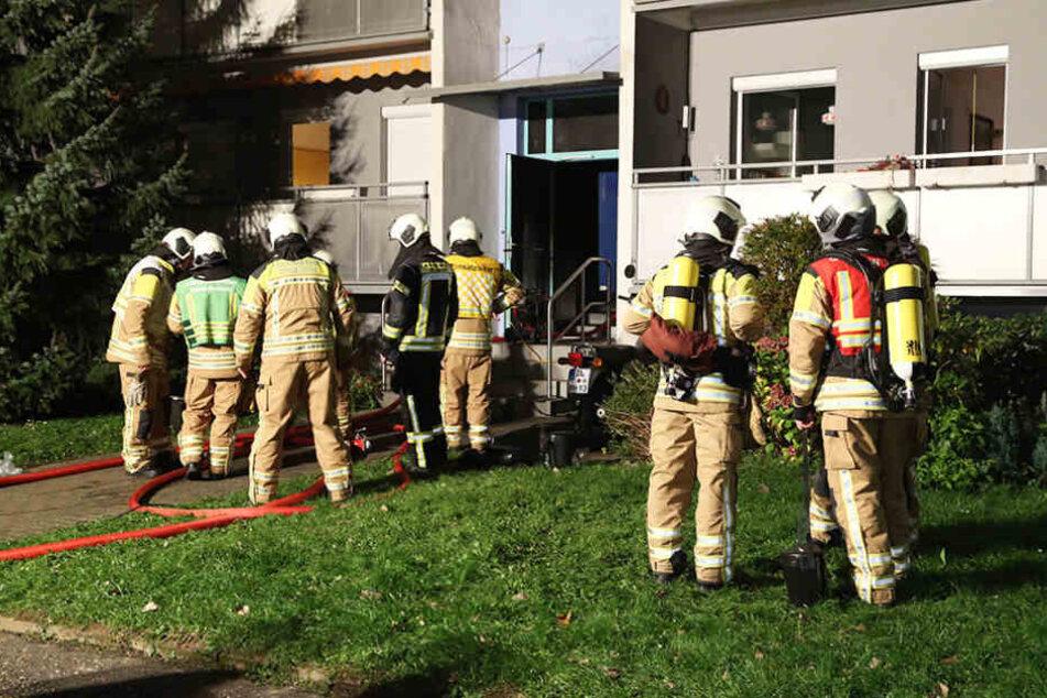 In einem Hausflur in Prohlis brach in der Nacht zum Samstag ein Feuer aus.
