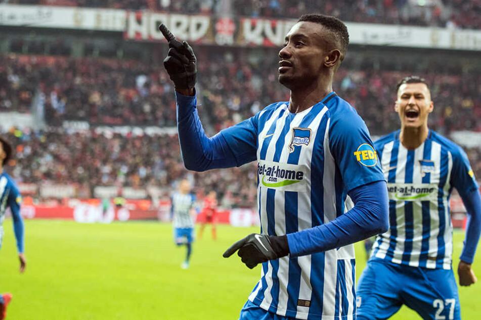 Salomon Kalou bejubelt seinen Treffer gegen Leverkusen. Ab Sommer wird bet-at-home.com wohl nicht mehr Hauptsponsor sein.