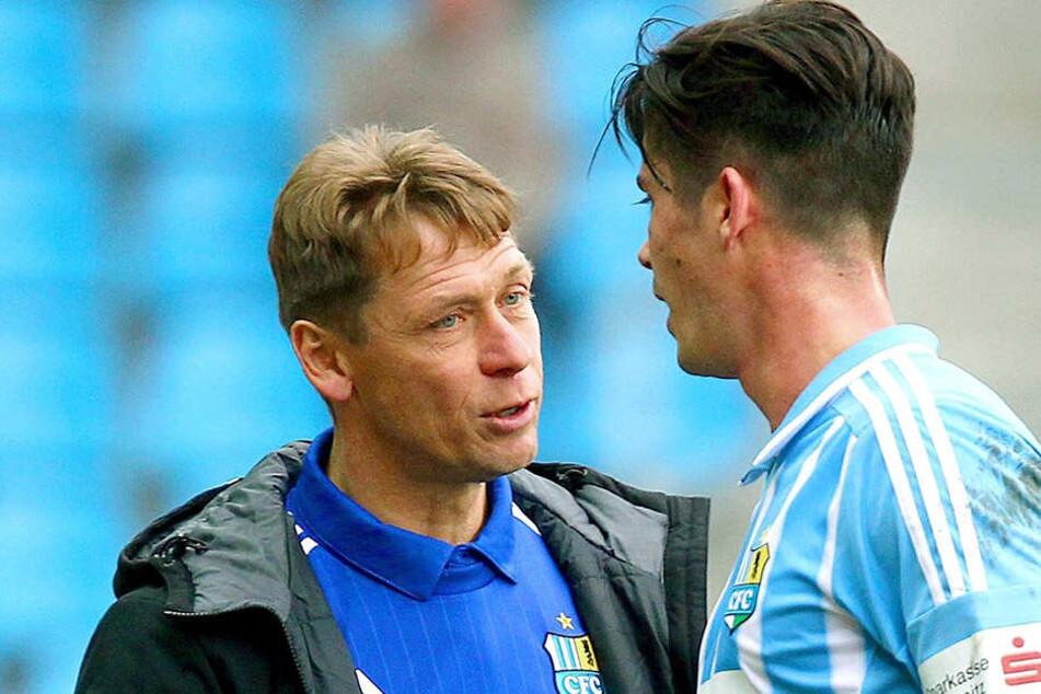 Dennis Mast (r.) blühte bereits in Halle unter Trainer Sven Köhler auf. Im  Sommer lotste Köhler den Offensivspieler als Verstärkung zum CFC.