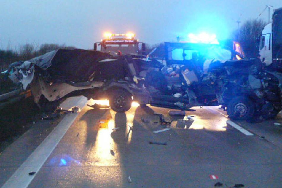 Die Autobahn blieb in Fahrtrichtung Hannover rund zweieinhalb Stunden lang gesperrt.