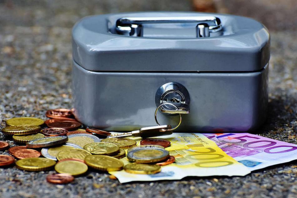 Auch wenn ein Ratenkredit lockt, sollte man immer den eigenen Haushaltsplan im Blick behalten.