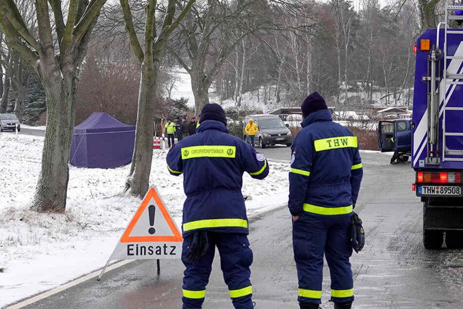 Die Landstraße war während der Spurensicherung gesperrt.