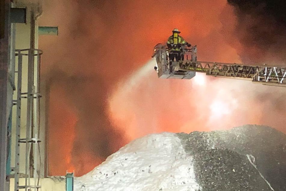 Die Feuerwehr musste zu einem Großeinsatz in Wörth an der Isar ausrücken.