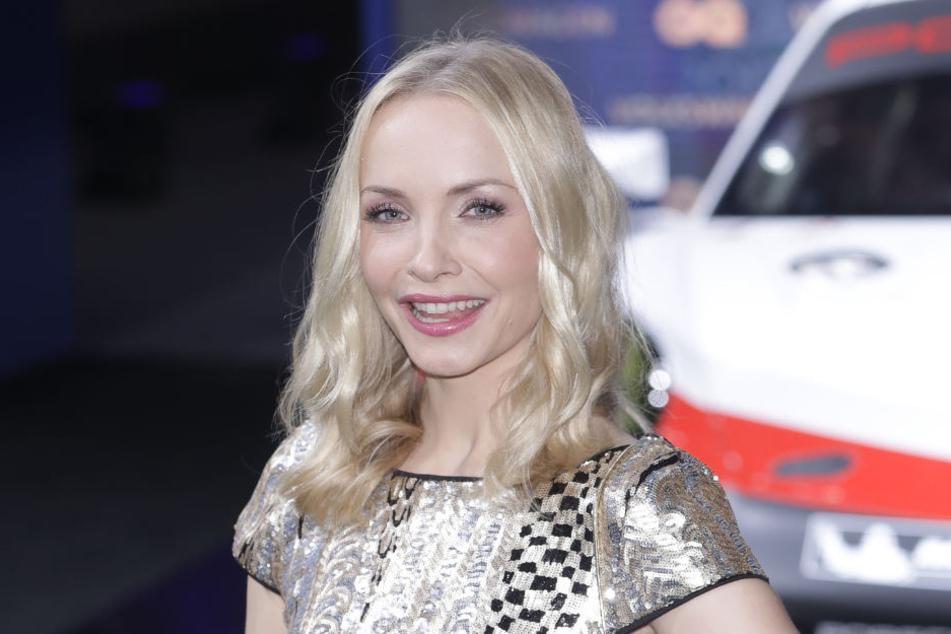 Heute ist Janin eine erfolgreiche Schauspielerin und Moderatorin.