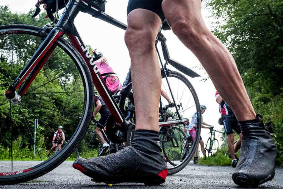 Der Rennradfahrer stieg vom Rad und verpasste dem anderen Fahrer einfach eine Ohrfeige. (Symbolbild)
