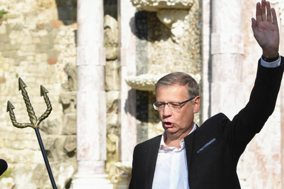 Günther Jauch, Fernsehmoderator und Entertainer, steht bei der Eröffnung der wiederhergestellten Neptungrotte im Park Sanssouci.
