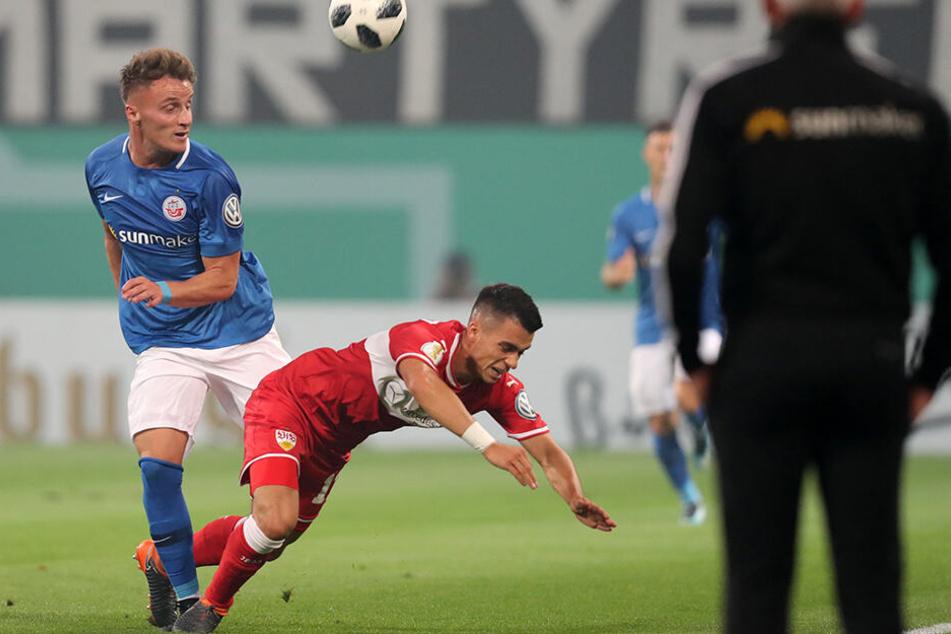 Letzte Saison traf Mirnes Pepic (l.) noch zum 2:0-Siegtreffer über die Stuttgarter. Hier im Zweikampf mit dem damaligen Stuttgarter Erik Thommy.