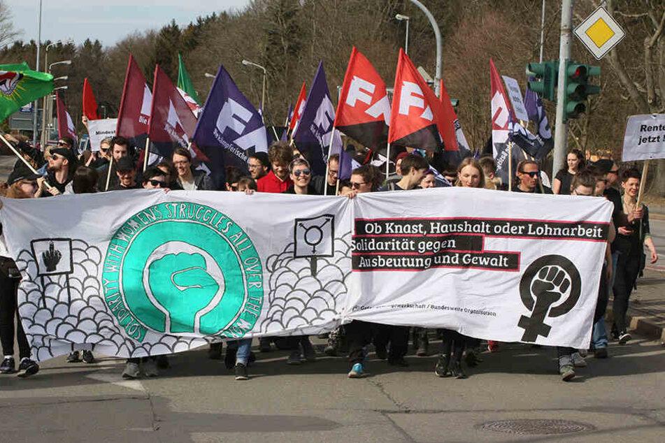 """Im März gab es eine Demo für die Rechte der Gefangenen in Chemnitz. Initiiert war sie von der """"Gefangenen-Gewerkschaft""""."""