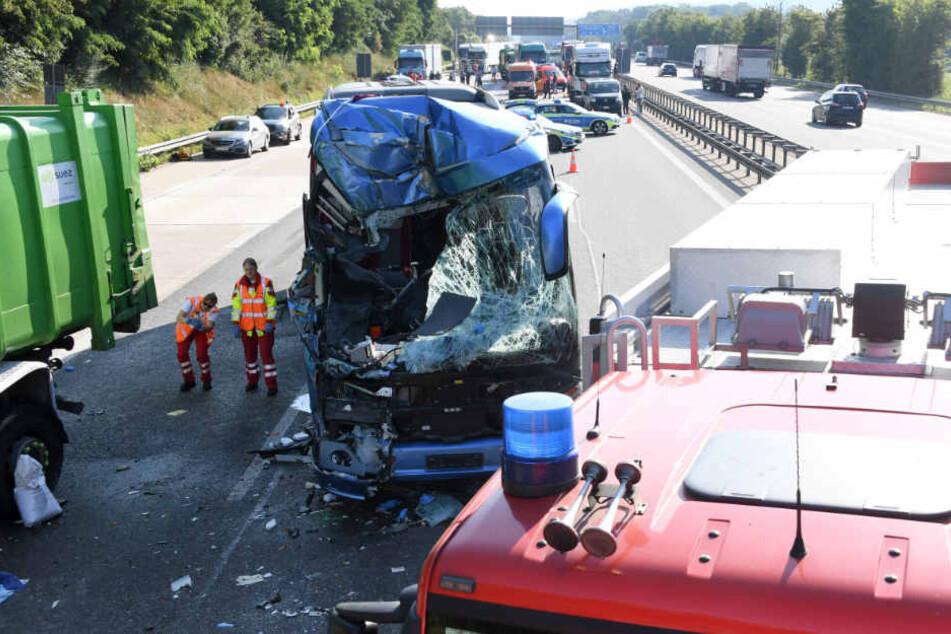 Eine Seniorengruppe aus Bayern saß in dem Unglücksbus. Die Reiseleiterin wurde getötet.