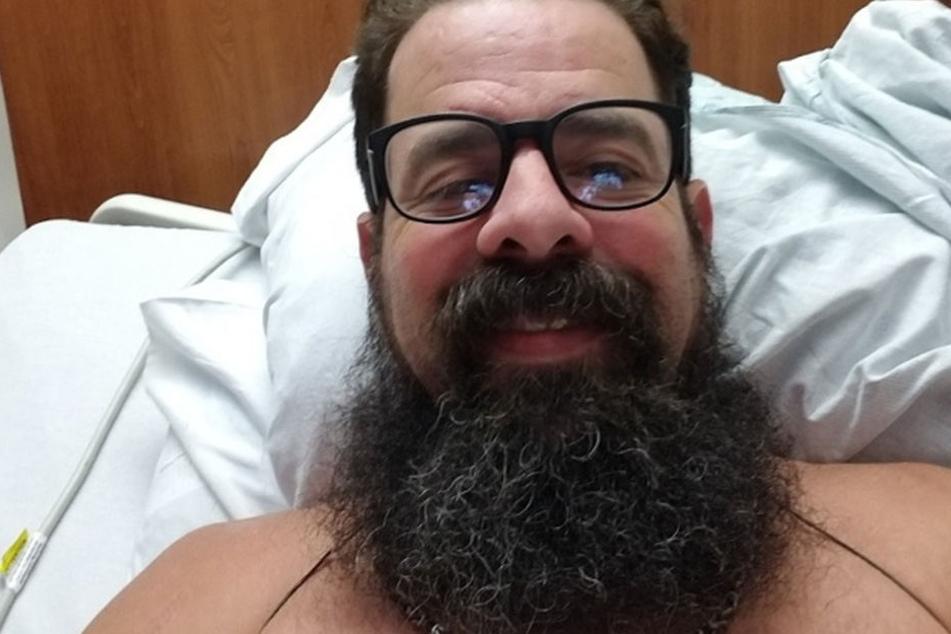 Blaine Shelton im Krankenhaus. Nach einem Hai-Angriff infizierten sich seine Wunden.