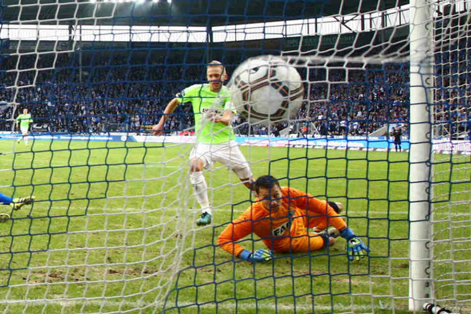 """Nach toller Vorarbeit von Anton Fink musste Dennis Grote (r.) in Magdeburg """"nur"""" seinen starken linken Fuß hinhalten."""
