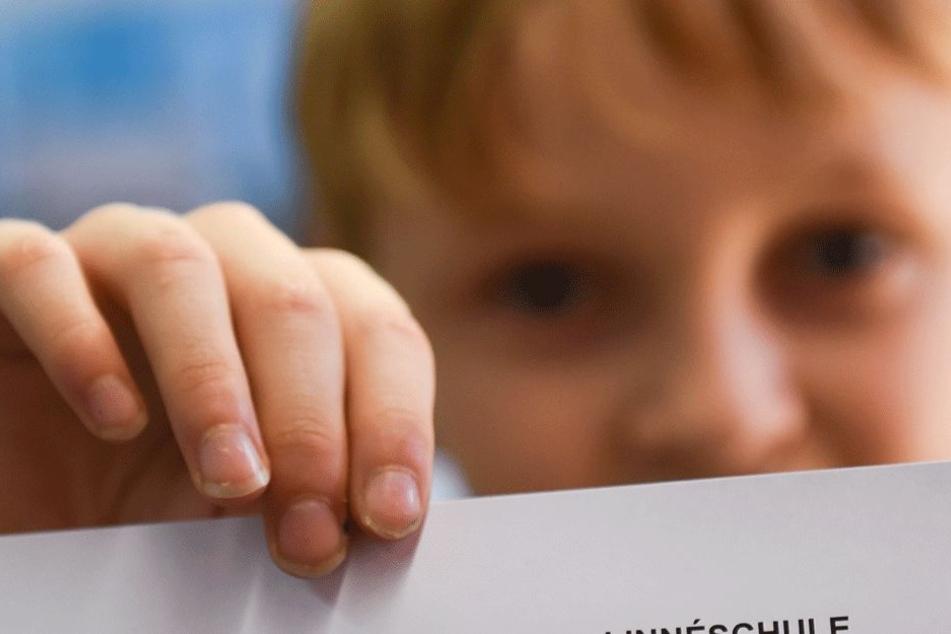 Sein Zeugnis war gar nicht so übel, dennoch bekam es der Junge mit der Angst zu tun (Symbolbild).