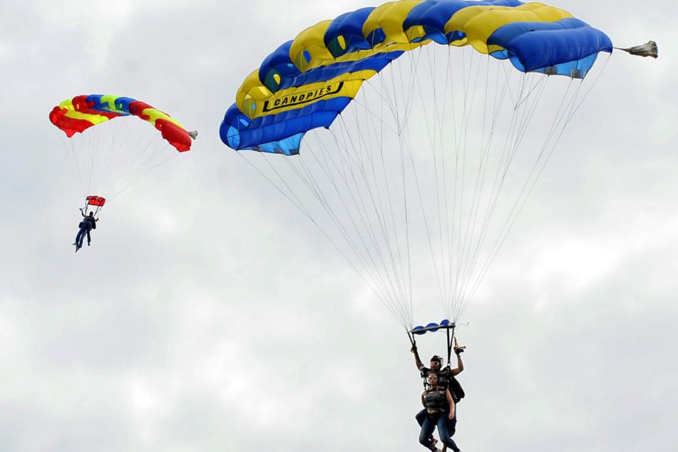 Durch einen Windschatten klappte der Fallschirm in sich zusammen (Symbolbild).