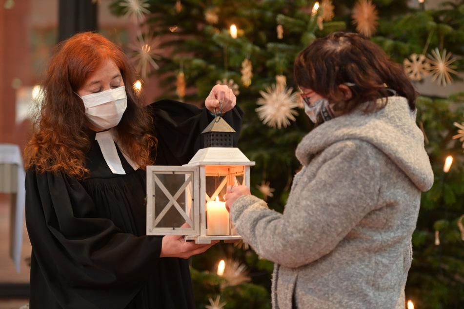Chemnitz: Friedenslicht aus Bethlehem leuchtet in Chemnitz