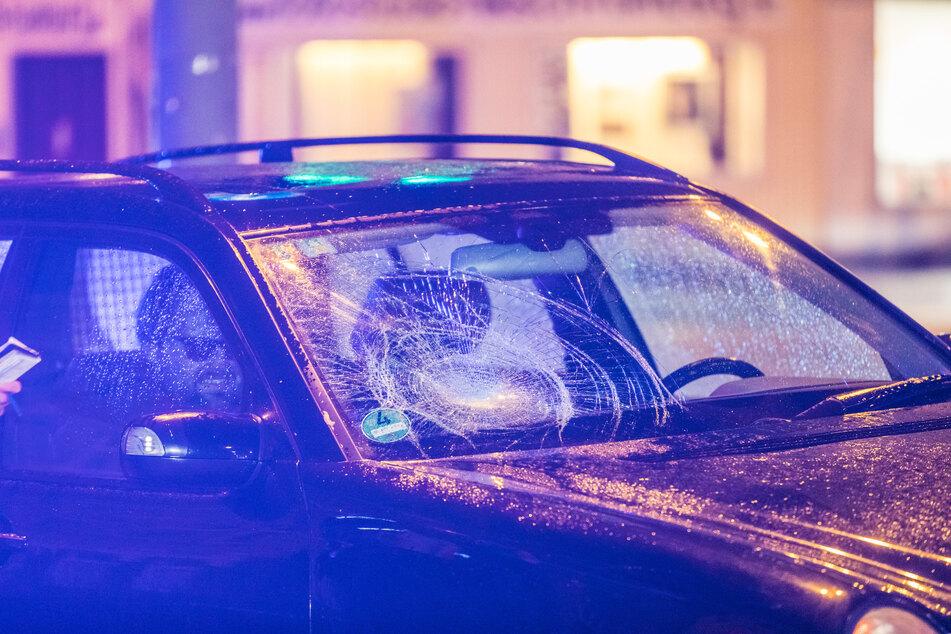 Mercedes übersieht Fußgänger: Opfer schwer verletzt