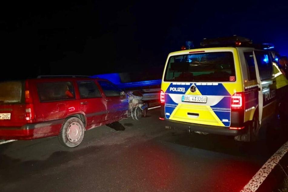 Ein Mann soll mitten in der Nacht über die A115 vor der Polizei geflohen sein.