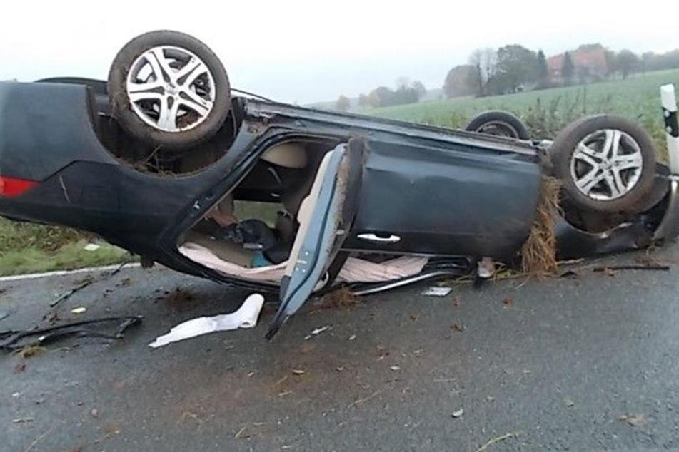 Der Honda einer 39-Jährigen ist nach einem Unfall nur noch Schrott wert.