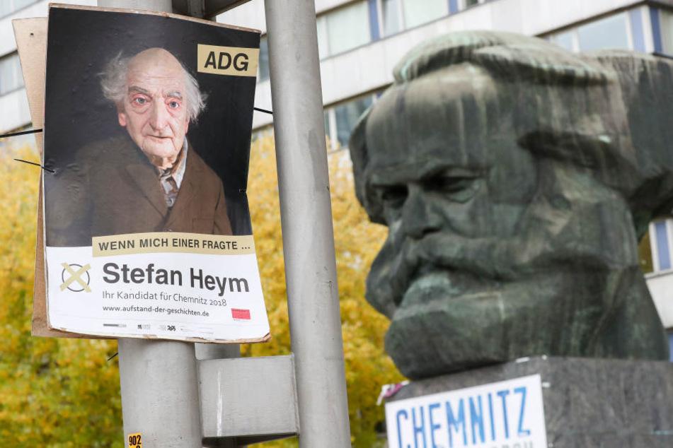 "Wieso hängen überall in Chemnitz solche merkwürdigen ""Wahlplakate""?"