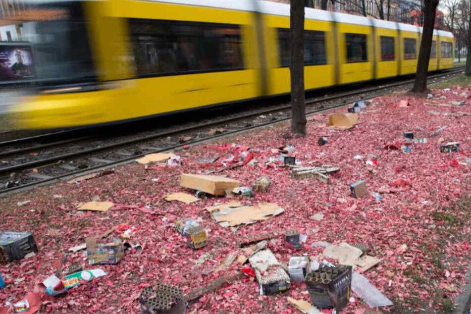 Was bleibt vom Böllern: Feinstaub, Chemikalien und jede Menge Müll.