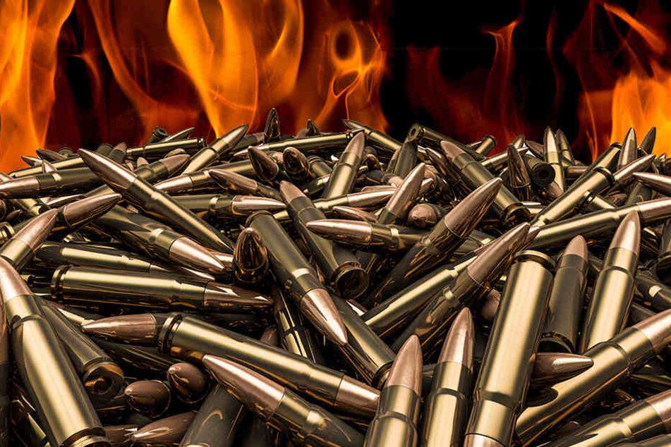 Feuerwehr entdeckt Waffen und Munition bei Dachstuhlbrand