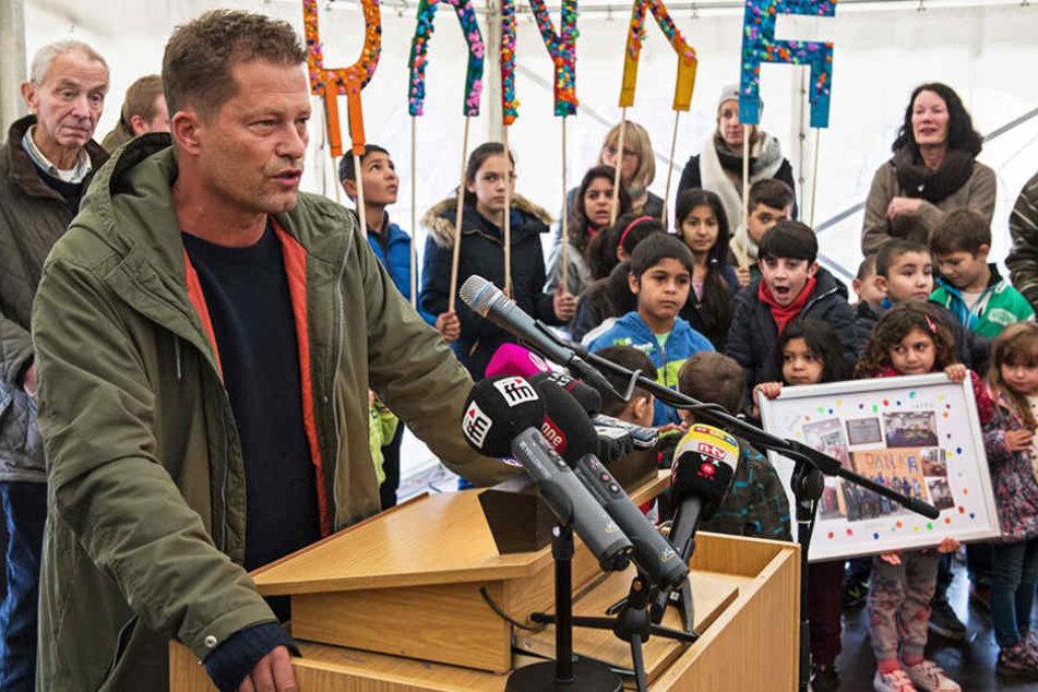 Am Mittwoch kam Til Schweiger höchstpersönlich zu der Eröffnung eines Flüchtlingskindergartens.